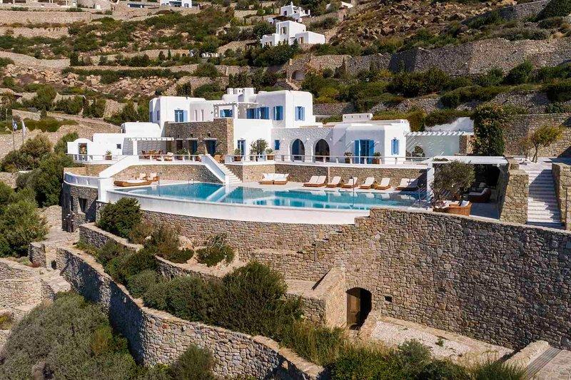 Mykonos Villa Sleeps 12 with Pool and Air Con - 5819151, holiday rental in Agios Sostis