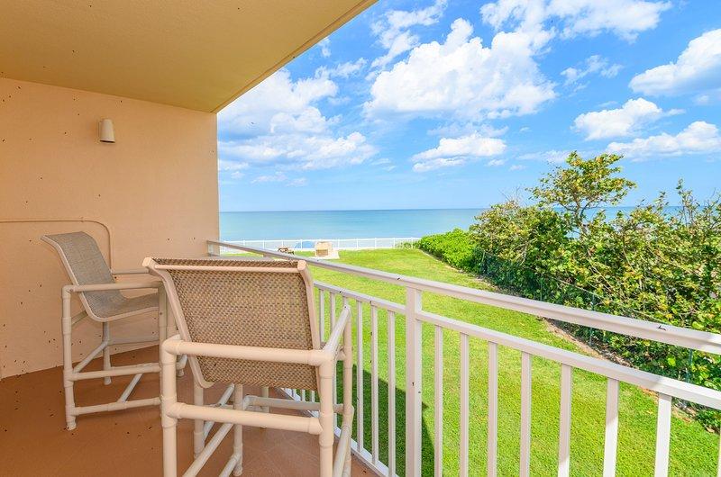 Beautifully updated - Excellent Ocean Views, alquiler de vacaciones en Satellite Beach