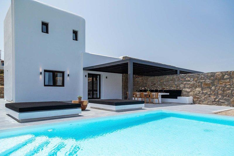 Mykonos Villa Sleeps 4 with Pool and Air Con - 5839952, holiday rental in Agios Sostis