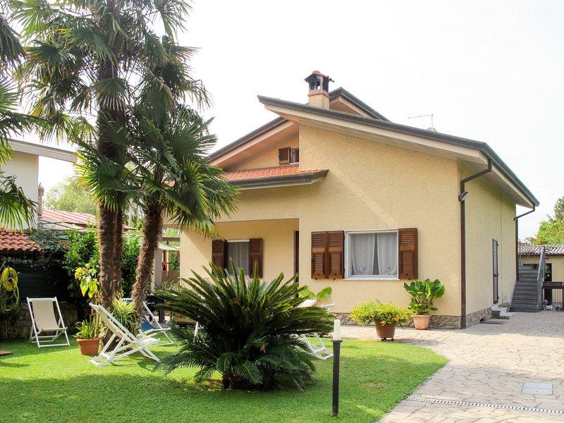 Emiliano (MAS180), holiday rental in Massa
