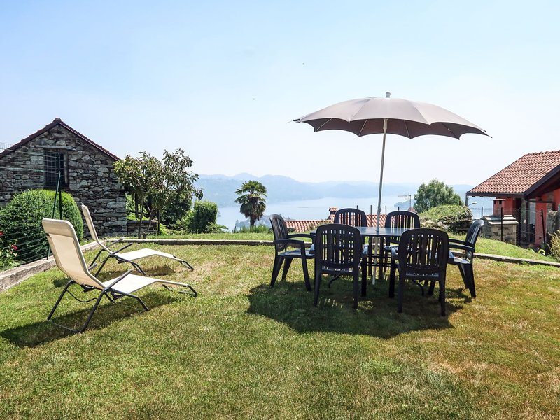 Monte San Giulio (ORA235), vacation rental in Scopa