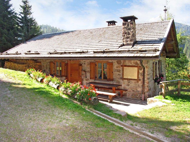 Baita El Deroch (PRZ330), vacation rental in Bellamonte