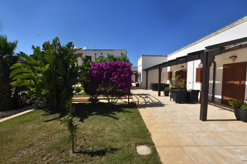 MASSERIA DON GIULIO - perfect holiday retreat to enjoy with family or friends, vacation rental in Latiano