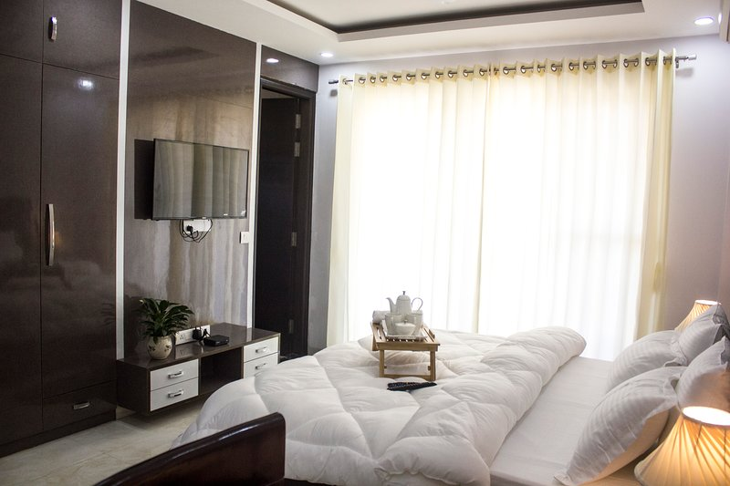 Parfait Street - 2 Bhk Serviced Apartment near Horizon Center, vacation rental in Gurugram (Gurgaon)