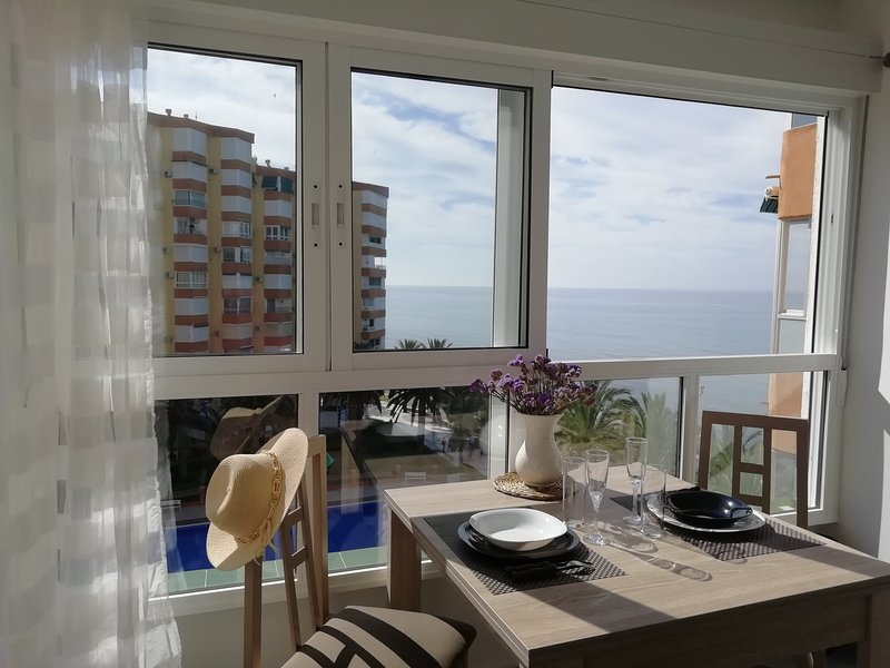 (Pitaya) Magnifique studio en bord de plage avec piscine communautaire, holiday rental in Algarrobo Costa