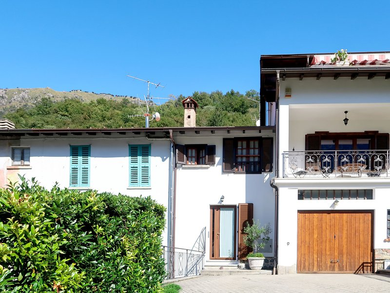 di Marino (CZZ125), holiday rental in Villa Guardia