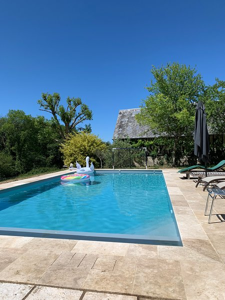 Amazing villa with swimming-pool, holiday rental in Dozule