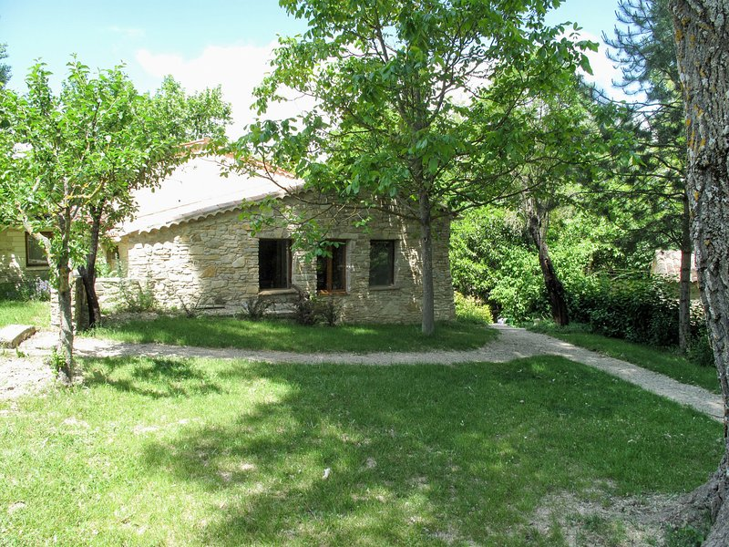 Giono (SNC106), holiday rental in Chateauneuf-Val-Saint-Donat