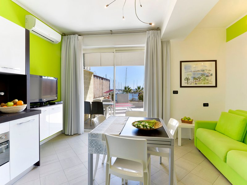 Marina di Aregai, vacation rental in Pompeiana
