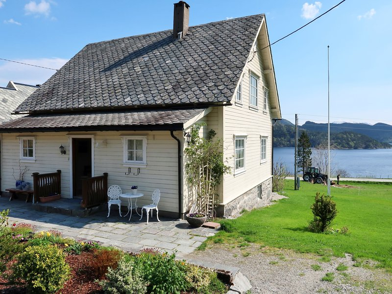 Kvamsvika (FJS560), holiday rental in Hjelle
