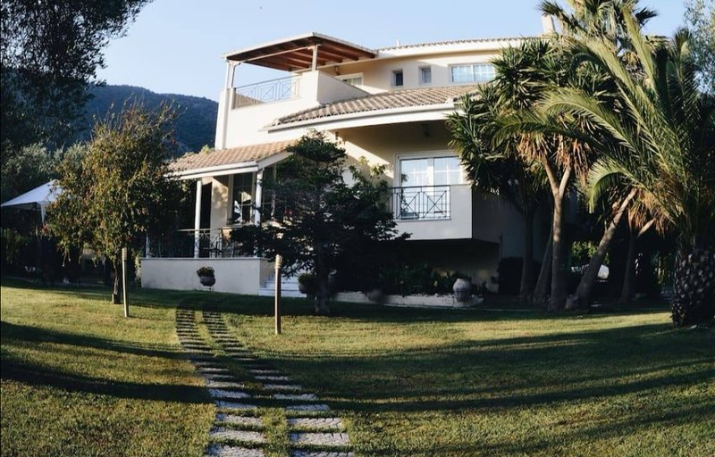 Sunny Garden villa, holiday rental in Margariti