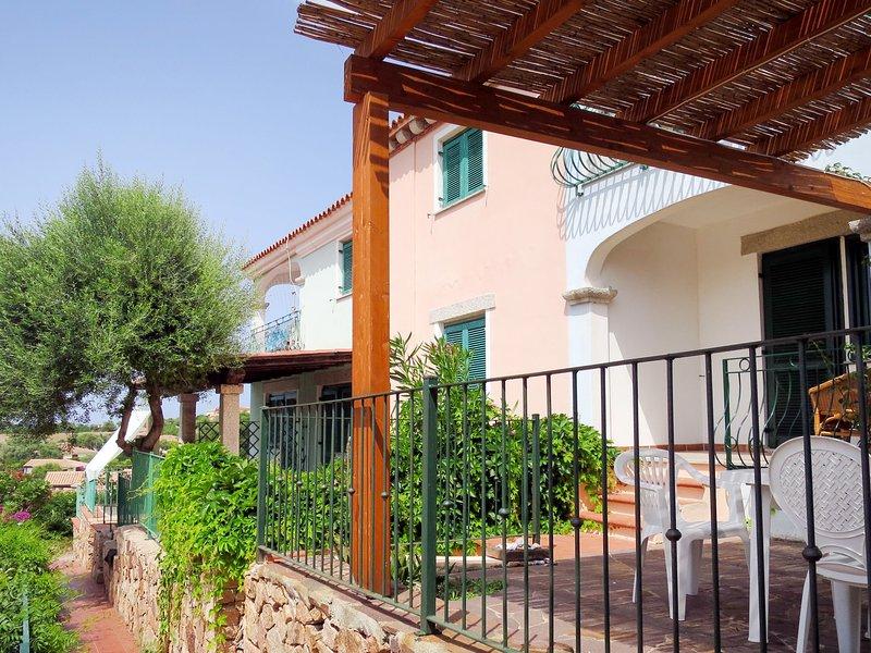 Borgo Le Logge trilo (BUD112), vacation rental in Tanaunella