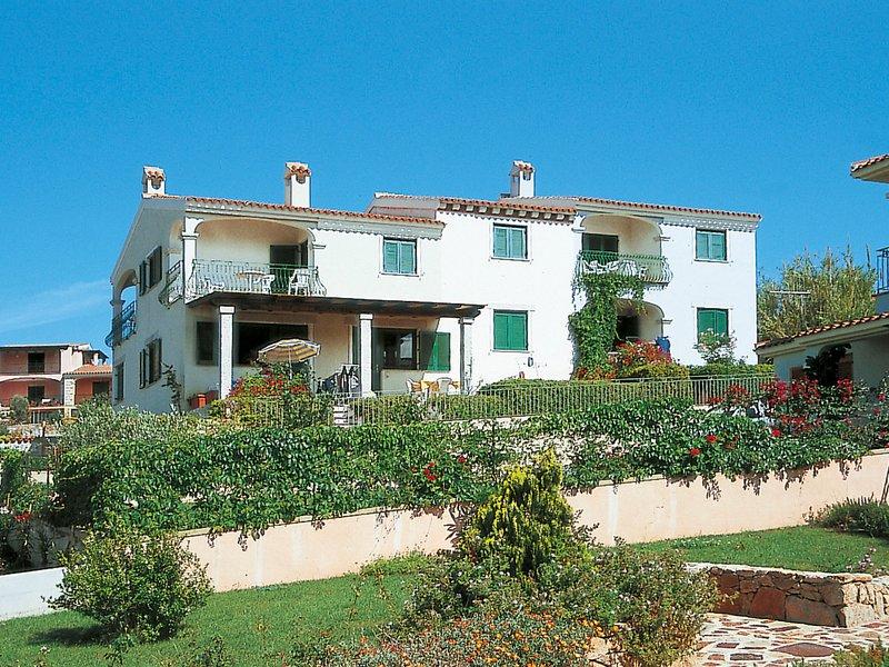 Borgo Le Logge trilo (BUD111), vacation rental in Tanaunella