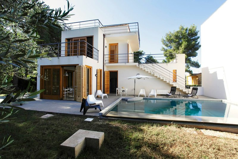 Whole Modern Villa With Pool And Near The Sea, holiday rental in Ciminna