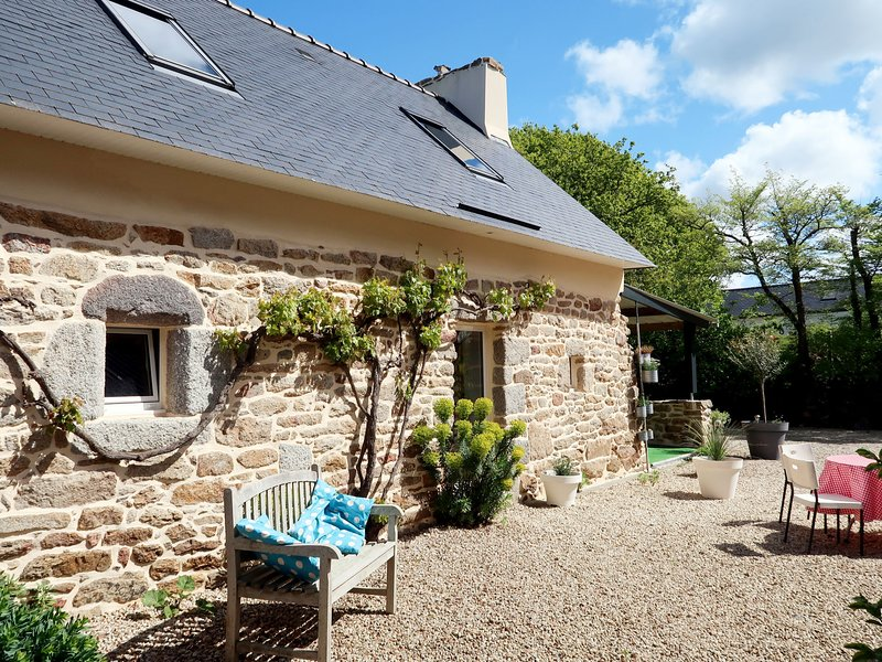Nice home in Tregunc with 2 Bedrooms and WiFi, holiday rental in Port-Manech