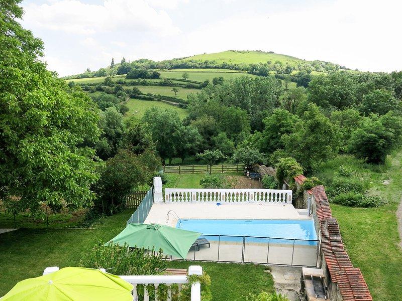 Le Noyer (BNY100), holiday rental in Saint-Sernin-du-Plain