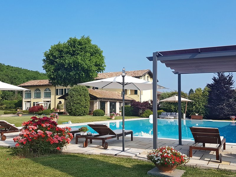 Villa Carlotta (COI268), vacation rental in Montegrosso d'Asti