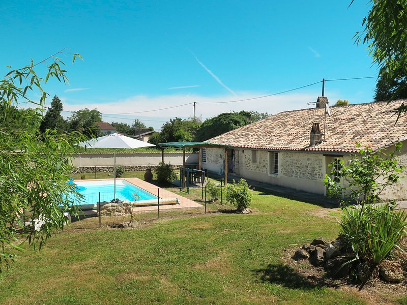 Mamma Santina (SAT100), vacation rental in Auriolles