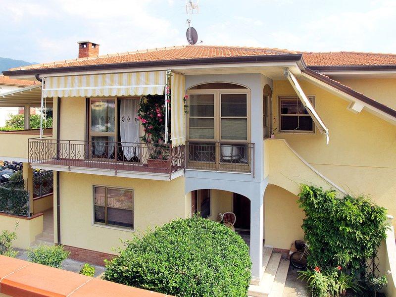 Antonia (QCE120), holiday rental in Ripa-Pozzi-Querceta-Ponterosso