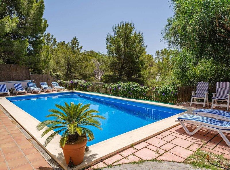 Holiday Villa close to Cala Salada with pool & bbq, holiday rental in Sant Antoni de Portmany