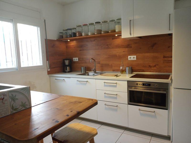 Casa con jardín, aluguéis de temporada em Sant Mori