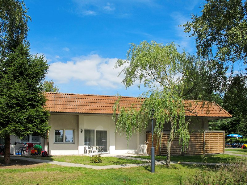 Nice home in Plauer See with Sauna, 1 Bedrooms and WiFi, casa vacanza a Luebz