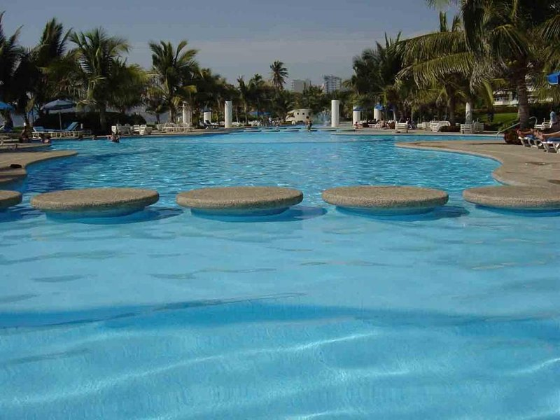 Beach Apartment Mayan Torre I, holiday rental in El Marques