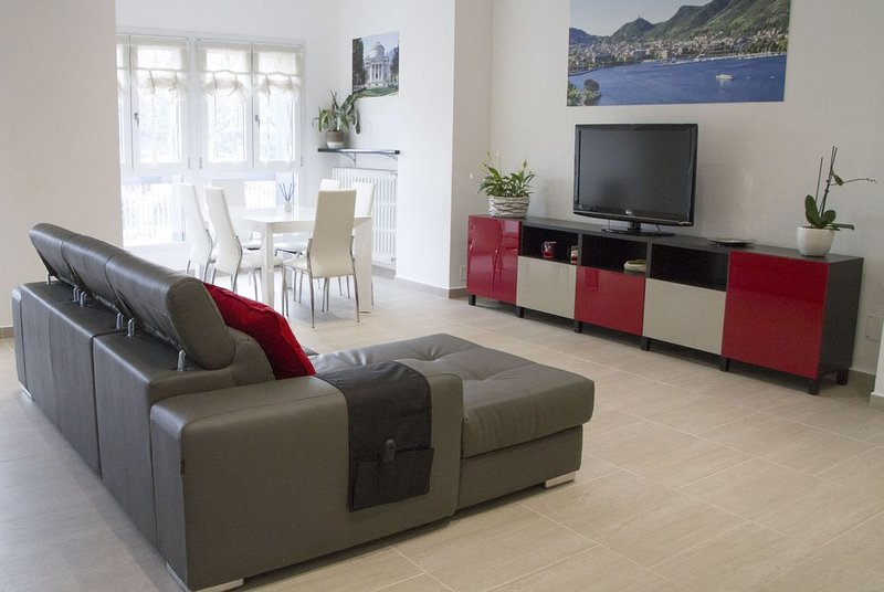 New Lux Apartament Valsomma in Town, holiday rental in Tavernerio