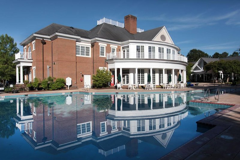 Vacation Village at Williamsburg, 2BR Suite, FRIDAY Check-In, holiday rental in West Point