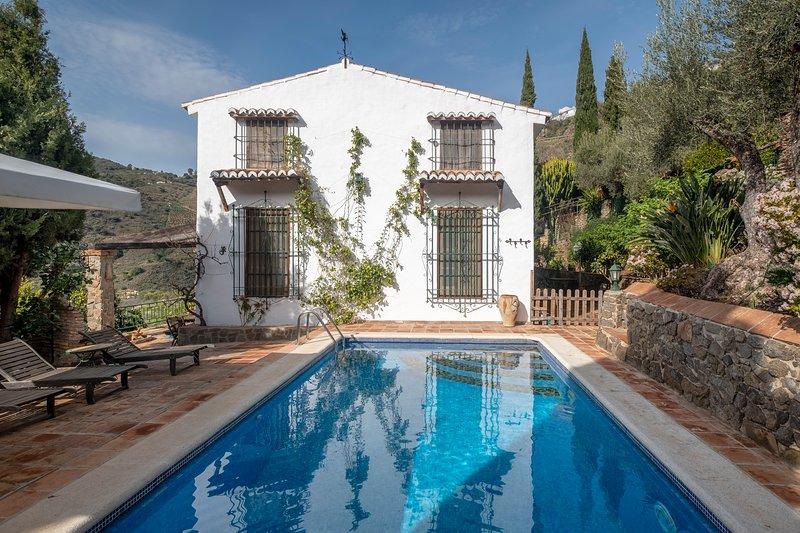 Cortijo Rural con encanto, holiday rental in Sayalonga