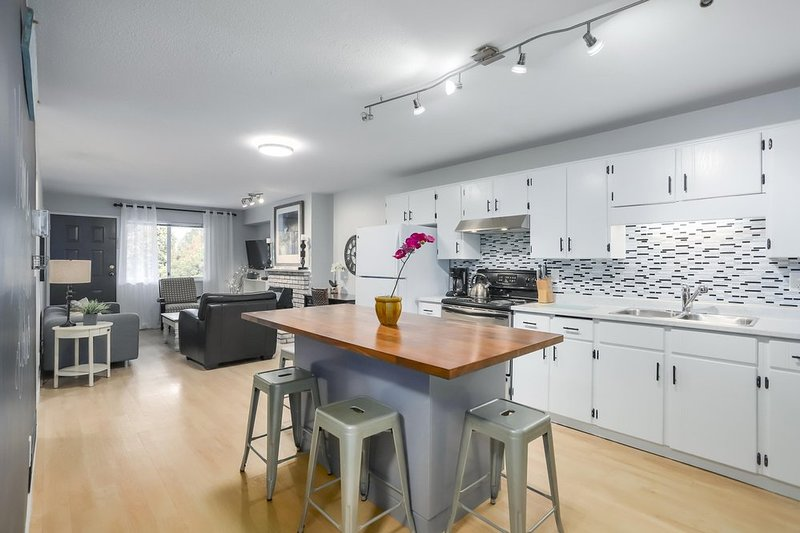 BIG KITCHEN, CHIC DECOR, CLOSE TO SHOPS, alquiler de vacaciones en Langley City