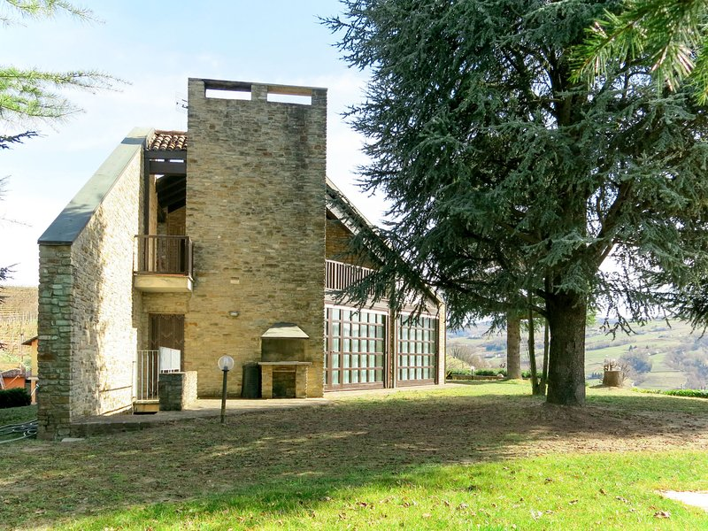 Ca' Sarun (COB300), holiday rental in Canelli