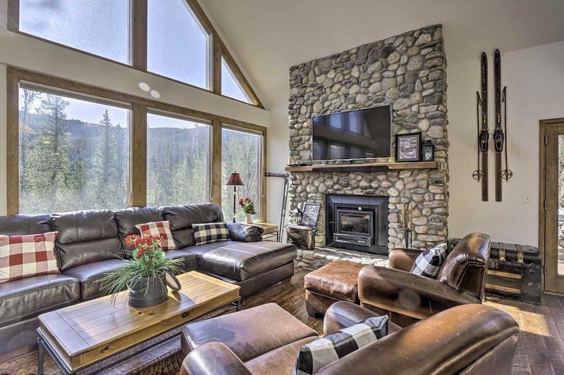 NEW! Roomy Cabin w/ Pool Table: Ski, Hike, & Fish!, alquiler de vacaciones en Alma