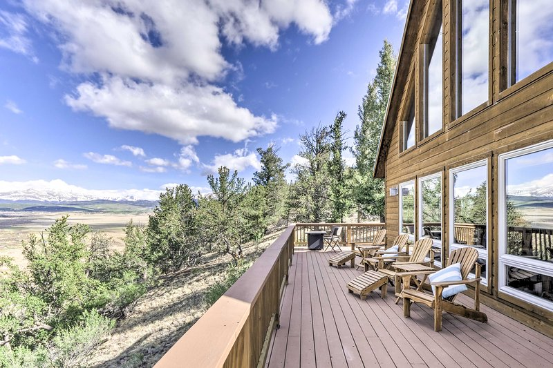 NEW! Quiet Fairplay Cabin w/ Rocky Mountain Views!, vacation rental in Hartsel