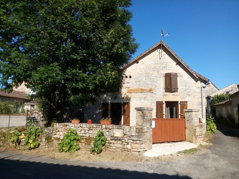 Gîte rural 'Le Fournil d'Angèle', holiday rental in Saint Projet