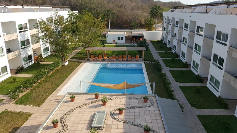 9 Bahias Condo Balcony, holiday rental in Huatulco