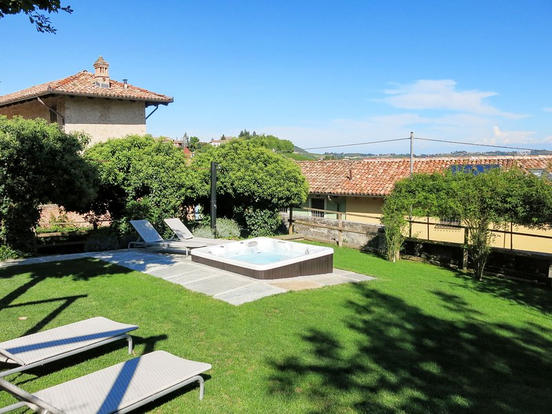 Dimora Cortese (CTZ160), vacation rental in Govone