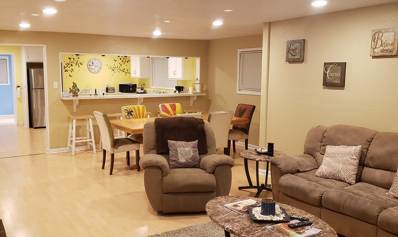 Galveston Vacation - Centrally located, family & pet friendly, location de vacances à Galveston