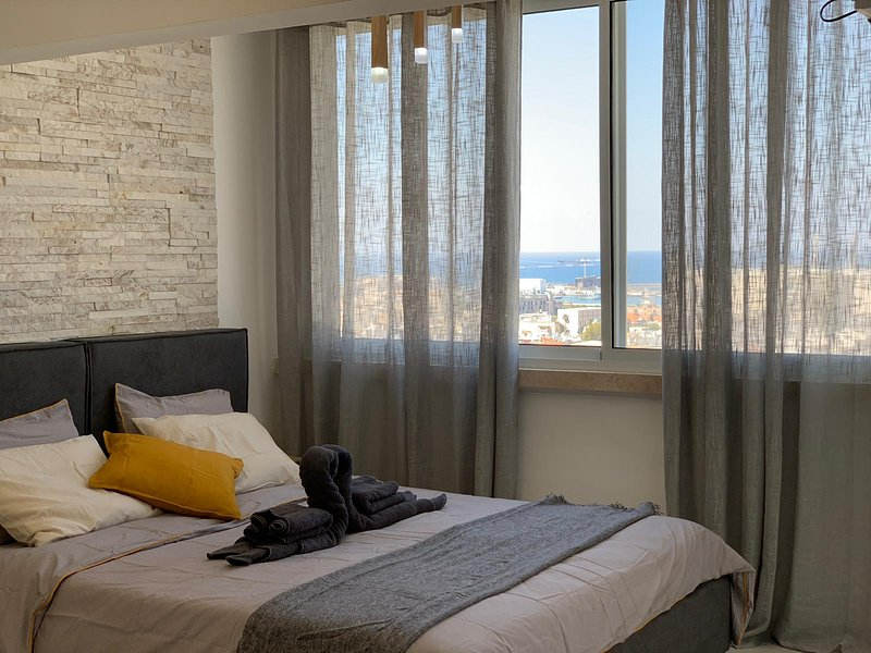 5 star studio CityCentre with sea & town view, vacation rental in Qiryat Bialik