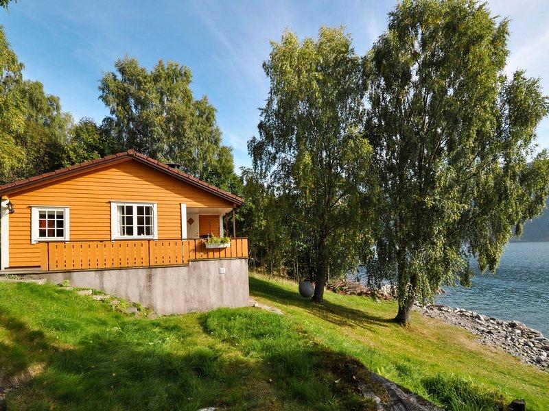 Arnebu (FJS277), casa vacanza a Olden