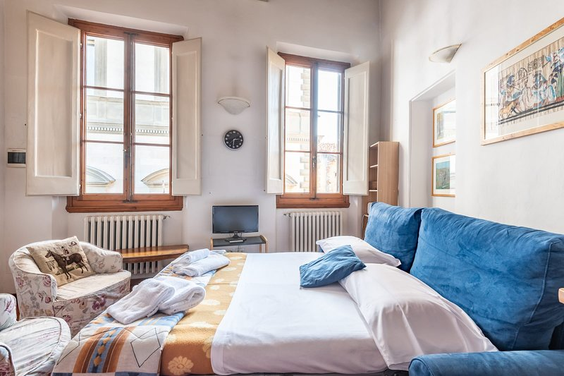 DUOMO COSY LOFT in the Center of Florence-hosted by Sweetstay, holiday rental in San Martino alla Palma