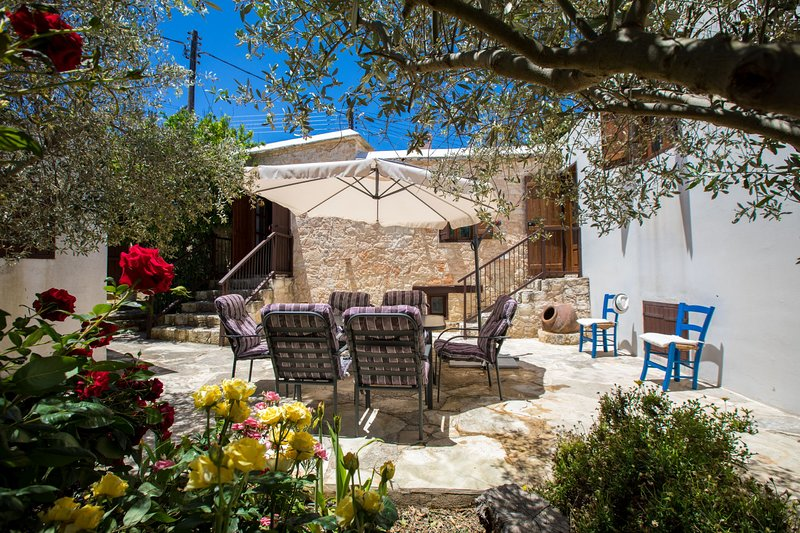 Droushia Corner House, Cyprus Stone House, 7 pax, holiday rental in Pano Arodhes