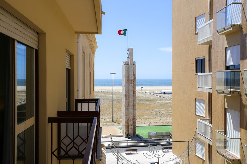 Castle Apartment, sea view, center, location de vacances à Montemor-o-Velho
