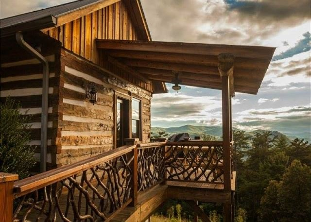 Mountaintop Log Cabin,HotTub,Pool Table, holiday rental in Ferguson