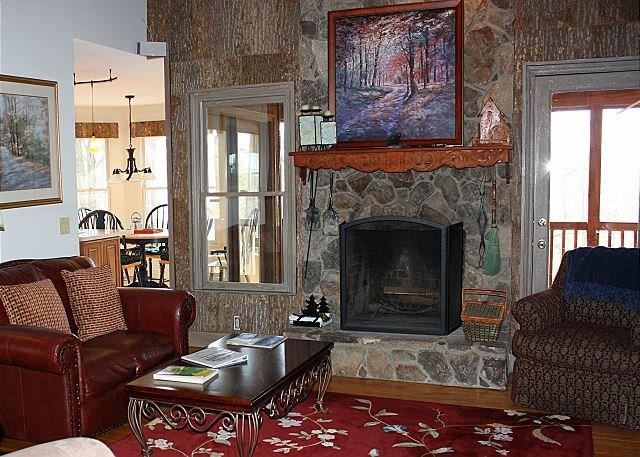 Cabin w/ Views, Jacuzzi Bathtub, Fireplace, Screened Porch, holiday rental in Ferguson