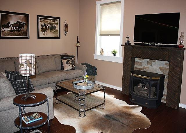 Pet-Friendly Barndominium,Romantic,HotTub,WiFi,Fireplace, holiday rental in Lenoir
