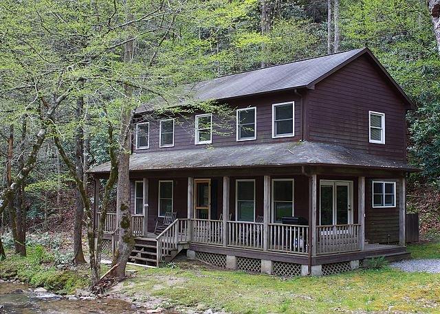 Cozy Creekside Mountain Cabin - WiFi, holiday rental in Ferguson