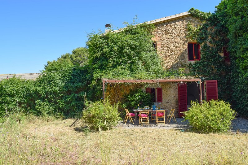XVI-XVII century farmhouse located 3,5 Km. from the beach