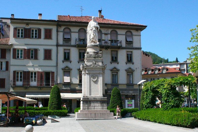 CASAVACANZE LAGO DI COMO - centro storico, holiday rental in San Fermo della Battaglia