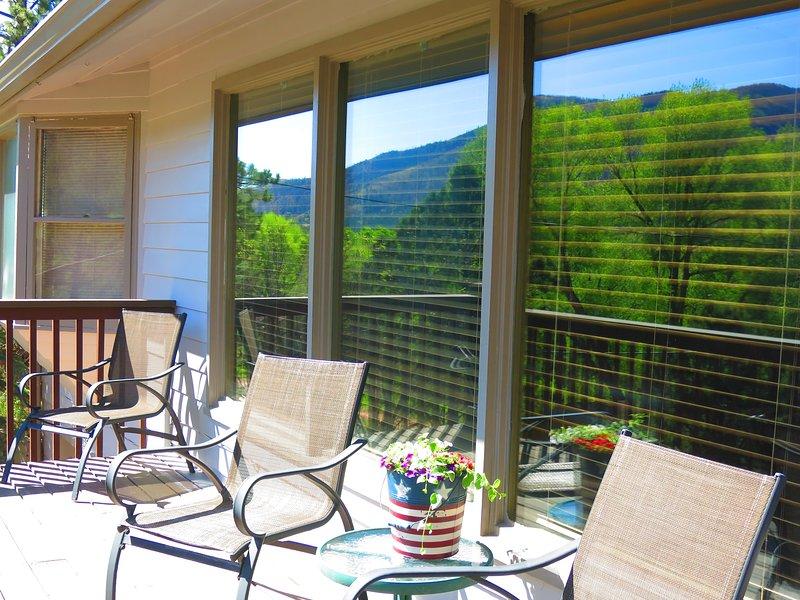 COLORADO MOUNTAIN RETREAT: GREAT VIEWS AND LOCATION, aluguéis de temporada em Chipita Park